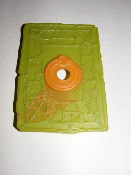 1965 Green Ghost Game Round Pit Cover