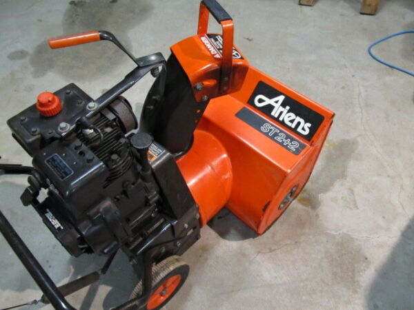 ARIENS 2 STAGE ST 2+2  SNOWBLOWER  -  SNOW THROWER  (VGC)