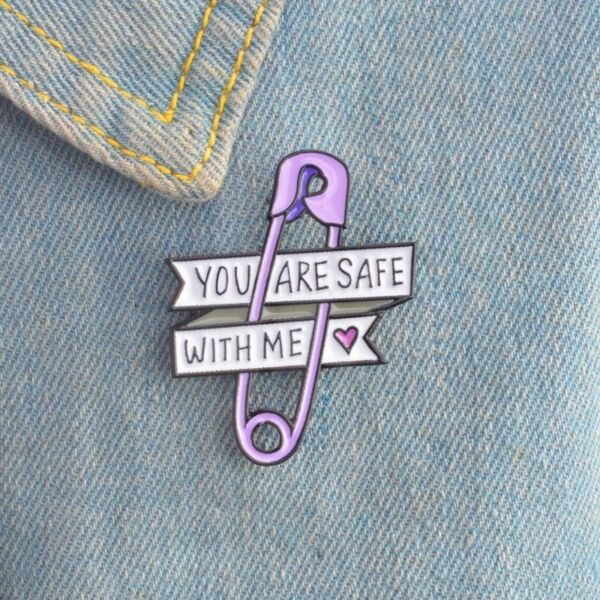 You are safe with me Safety Pin Enamel Badge High Quality Hint Virus Message GBP 3.95