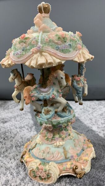 Vintage Tabletop Carousel Waltz Musical Wind Up Ponies. EUC