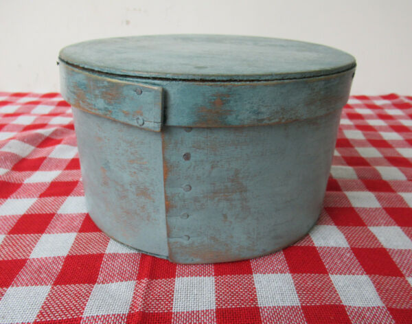 Vintage Pantry Box w Lid Primitive Round Wood 7 1 2quot; Diameter Light Blue Paint