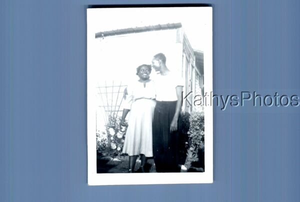 BLACK amp; WHITE PHOTO J 8405 BLACK MAN POSED WITH WOMAN IN DRESS