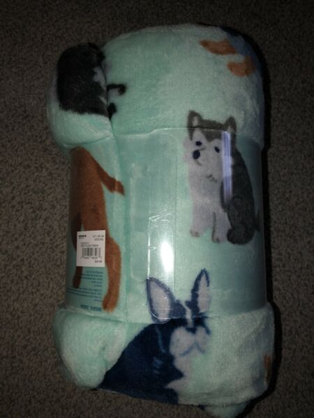 NEW The Big One Oversized Plush Throw Super Soft Dogs amp; Puppies 5 ft x 6 ft Aqua $12.99