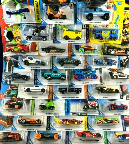 Hot Wheels KIDS CHRISTMAS FUN LOT of 8 Mixed Cars amp; Trucks NEW In Package $13.90