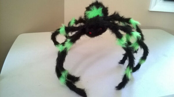 """Halloween Medium 22"""" Black and Green Furry Spider Poseable amp; Bendable Legs $11.99"""