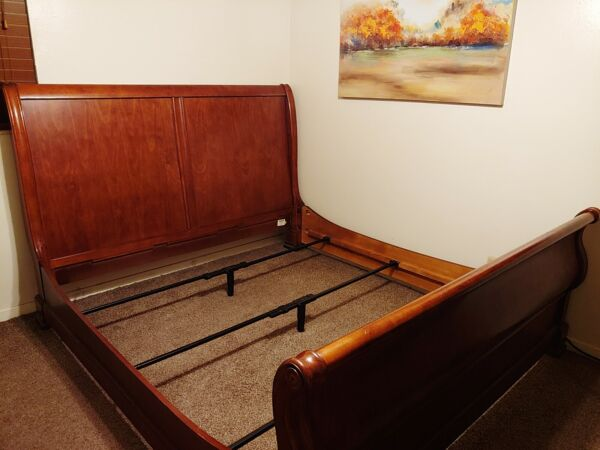 Cindy Crawford Home King Size Cherry Wood Savannah Sleigh Bed and Frame EUC $245.00