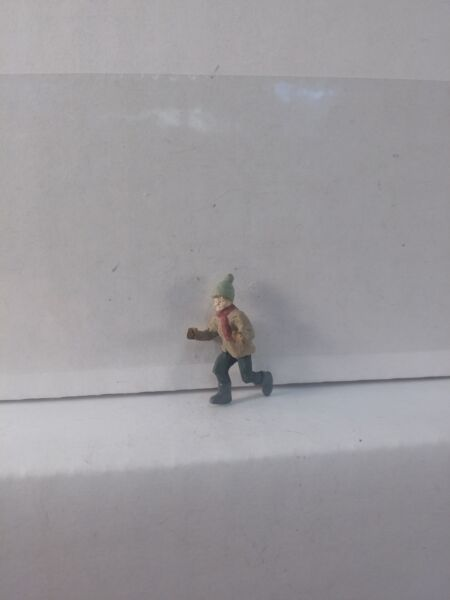 Arttista Boy to Push Snow Sled #1386 O Scale On30 On3 Figures People New