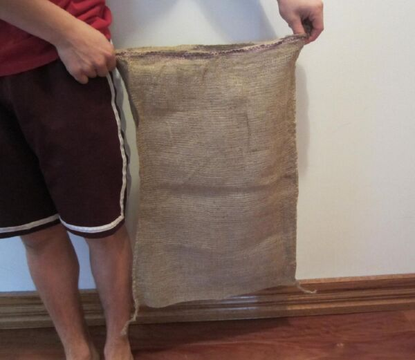 4 NEW BURLAP SACKS 18quot; BY 30quot; GUNNY FEED BAG TOW JUTE SACK