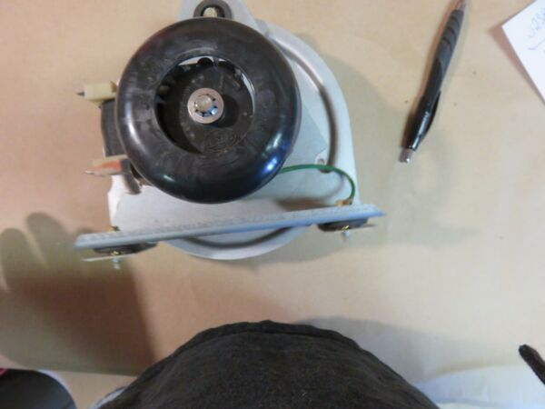 CARRIER  INDUCED DRAFT BLOWER FOR GAS FURNACES PART# 320819-301