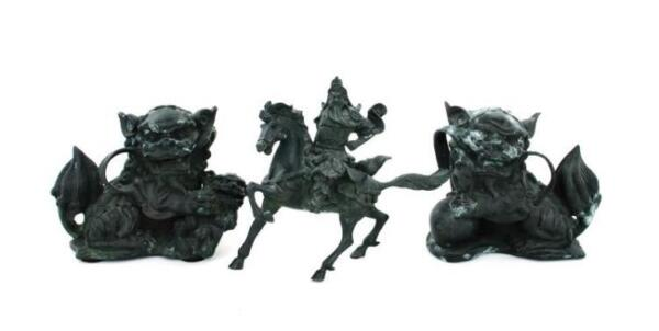 Chinese bronze figures (3pcs) Lot 1232