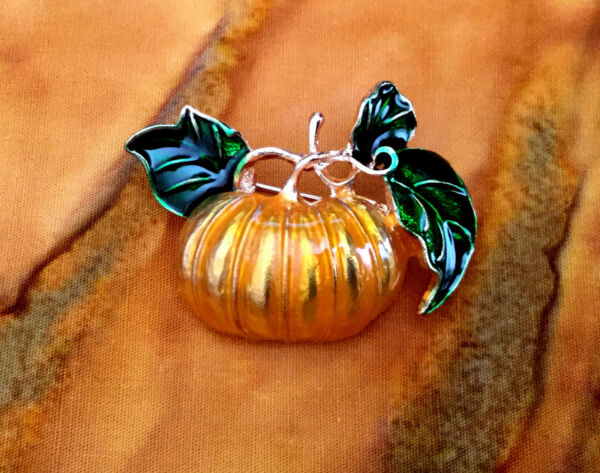 ENAMEL PUMPKIN PIN BROOCH CUTE HALLOWEEN THANKSGIVING AUTUMN FALL HARVEST GIFT