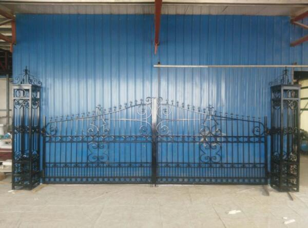 BEAUTIFUL HAND MADE WROUGHT IRON GOTHIC ESTATE DRIVEWAY GATE - #MA1