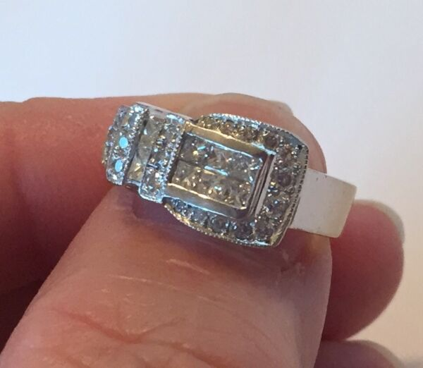 Gorgeous 14k White Gold Diamond Buckle Ring Band