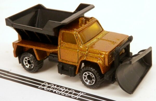 Matchbox Chevrolet Plowmaster 6000 Chevy Snow Plow GOLD CHALLENGE 164 Scale