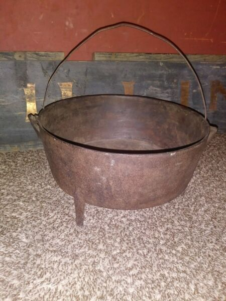 Early 19th Century Iron Spider-Leg Cooking Pot VesselFireplace Kettle