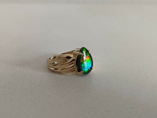 Korite Ammolite Ring - Pear Shaped Ammolite in 14ct Yellow Gold Band *Size N*