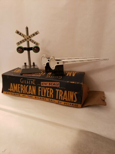American Flyer #760 Automatic Highway Flasher & Plasticville WG-2 Crossing Gates $24.98
