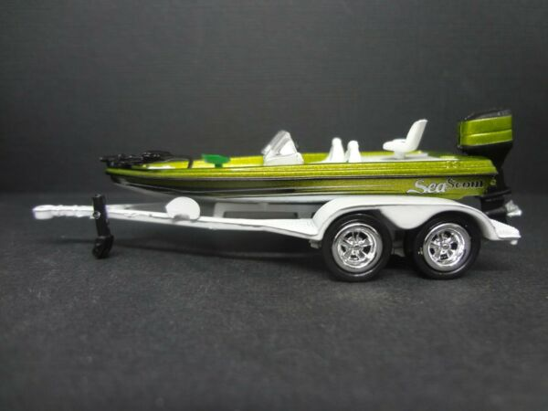 Johnny Lightning Sea Scout green Boat with Trailer 1:64 Loose New Mint Rare $9.99