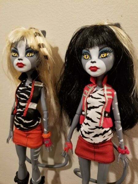 Monster High Dolls. Werecat Sisters Purrsephone and Meowlody