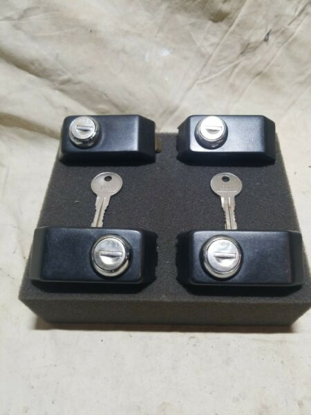 Thule Lock Tower Cover Set of 4 With 2 001 Keys $44.99