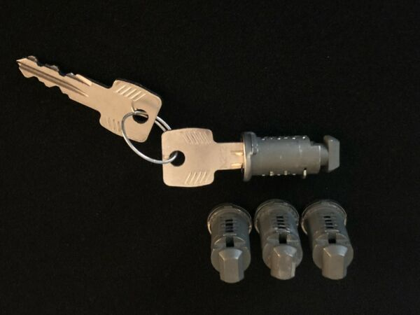 Thule Lock Cylinder and Key 4 set New $35.00