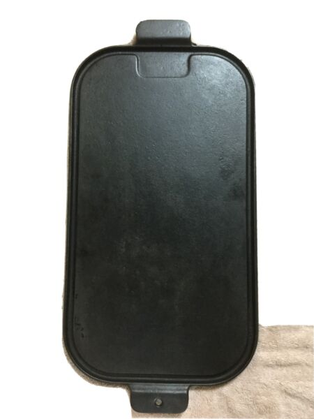 UNMARKED WAGNER 17 Inch Cast Iron Griddle