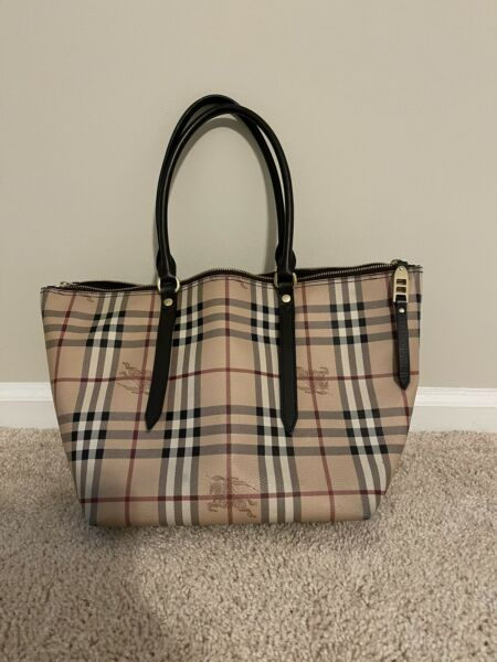 100% AUTHENTIC WOMENS BURBERRY HANDBAG Medium In Size Preowned. $450.00