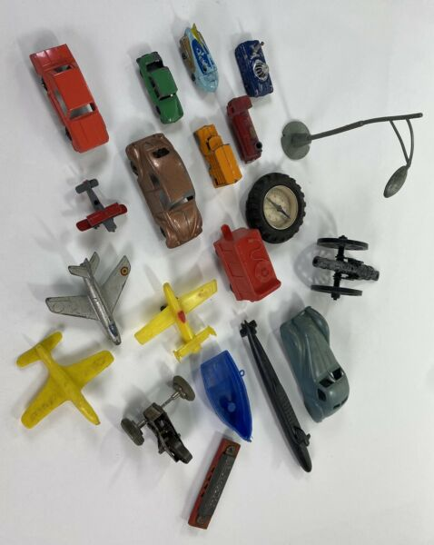 BOX LOT OF 20 VINTAGE ANTIQUE PLASTIC METAL TOYS MORE WOW CARS PLANES TRAINS