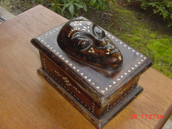 VINTAGE BOX WITH MASK WITH SHELL INLAY FROM SOUTH PACIFIC FIJI