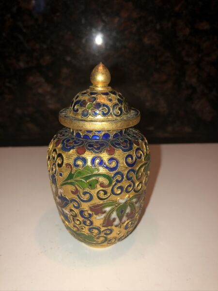 Beautiful  Vintage Miniature Chinese Cloisonne#x27; Ginger Jar with Lid $35.00