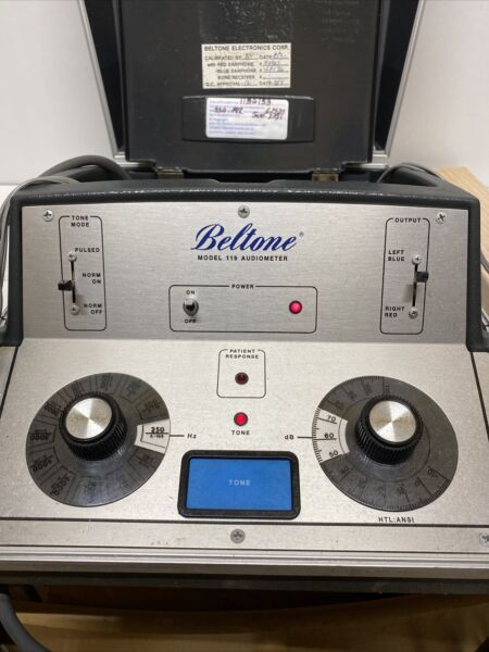 Beltone Model 119 Audiometer Hearing Tester with Headphones *Tested