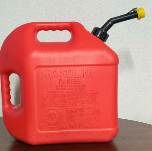 VINTAGE PRE BAN BLITZ 5 GALLON GAS CAN SELF VENTING FAST POURING SPOUT AND CAP $39.99
