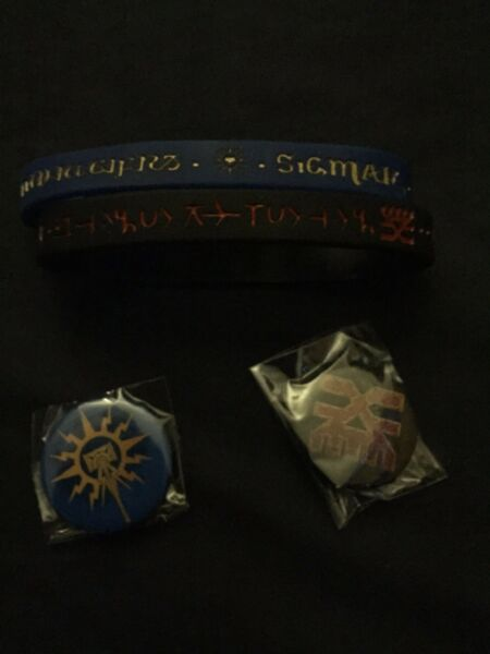 Games Workshop Age of Sigmar Stormcast Eternal & Khorne Wristbands and pins
