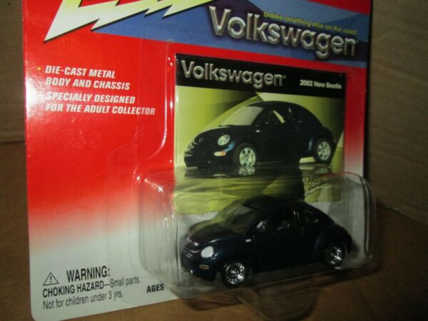 Johnny Lightning  Volkswagen 2002 new beetle dark blue centerlines bug  VW 1:64