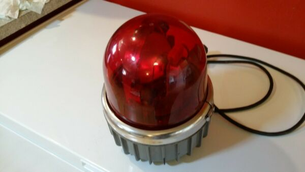 Commander Model 371 Federal Sign and Signal Corp. Red Dome Rotary Beacon Light