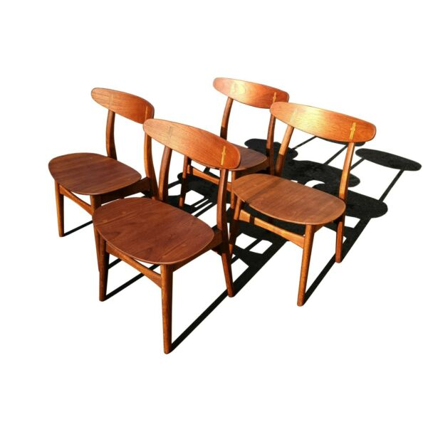 Set of 4 Hans Wegner CH-30 dining chairs produced by Carl Hansen