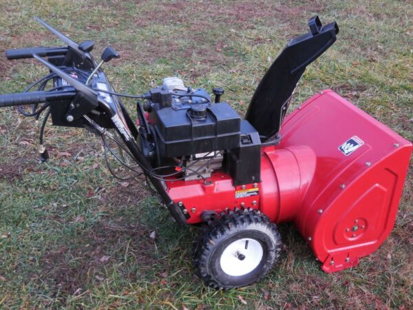 Toro Snow Blower 8HP - 24 Inch Two Stage Electric Start Just Serviced  Runs Good