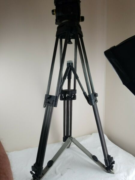 Vinten Vision 250 Pan & Tilt Tripod Head With Carbon Tripod