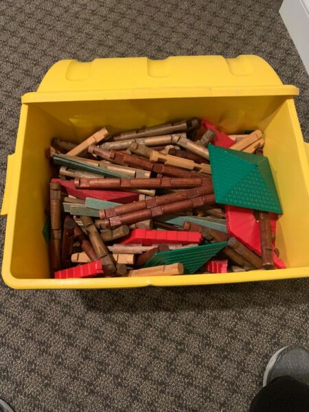 Vintage Lincoln Logs HUGE Lot Many Different Pieces WOOD With Storage Bin