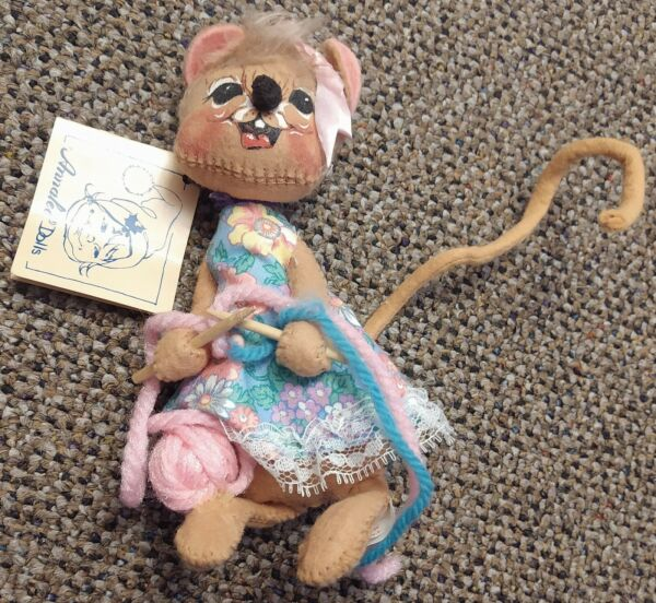 ANNALEE '89 DOLLS KNITTING MOUSE 1965 COLLECTORS 7.5