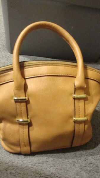 Luxury Small Bucket Messenger Handbag Purse Gold Tone Hardware 9quot;W x 8quot;H 367 $9.99