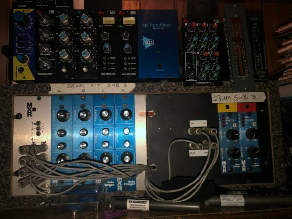 mxr mini rack with 2 mxr auto phasers 2 mxr auto flangers 2 mxr mini limiters $4000.00