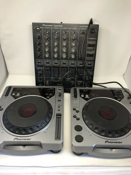 2x Pioneer CDJ800 DJ Turntable 1 DJM500 mixer 2 cases cables. Great condition