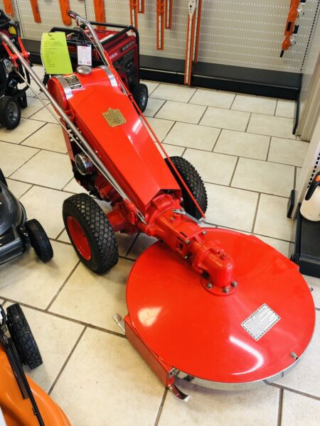 GRAVELY LAWN MOWER - OLD MODEL