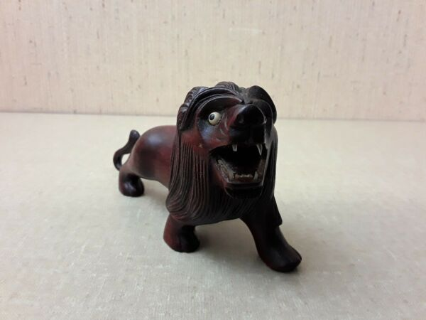 Vintage Carved Lion Glass Teeth