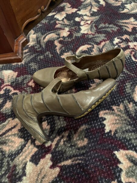 tsubo heels mary janes Green leather casual adjustable strap comfort womens Sz 7