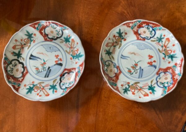 Striking Pair Antique Japanese Imari Porcelain Scalloped Edge Dishes 8.5
