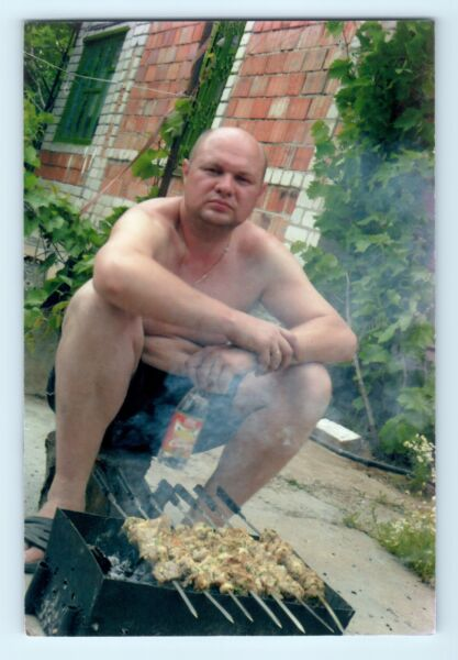 FOUND COLOR PHOTO shirtless MAN beefcake gay int barbecue #2 R22 $12.25