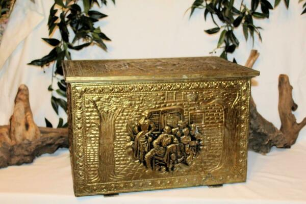 BRASS VICTORIAN WOOD LARGE EMBOSSED OLD FIREPLACE COAL SCUTTLE HOD BOX