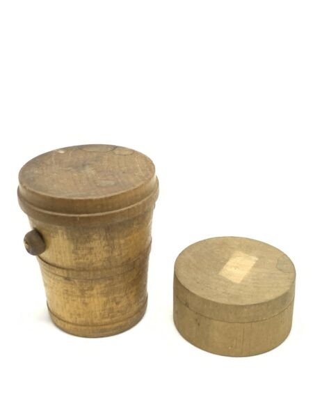 """Primitive Pair Of Antique Round Wooden Boxes Shaker? 2.25x1.25"""" And 3""""x 2.5"""""""